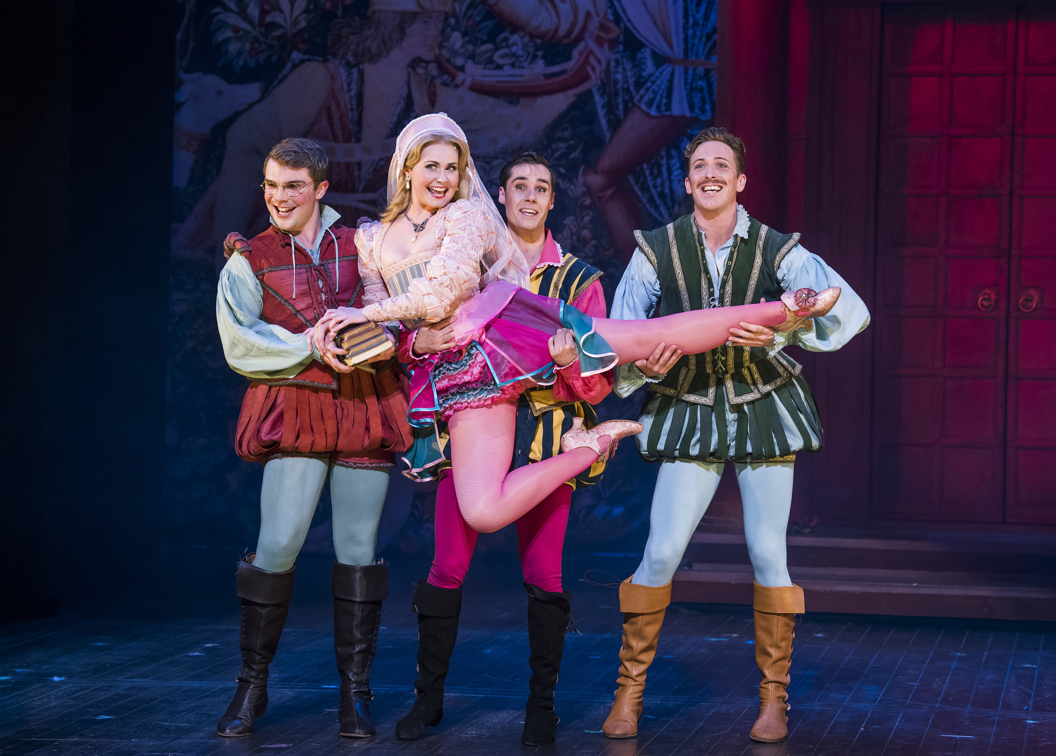 A scene from Kiss Me Kate by Cole Porter @ Grand Theatre, Leeds. An Opera North and Welsh National Opera Production.