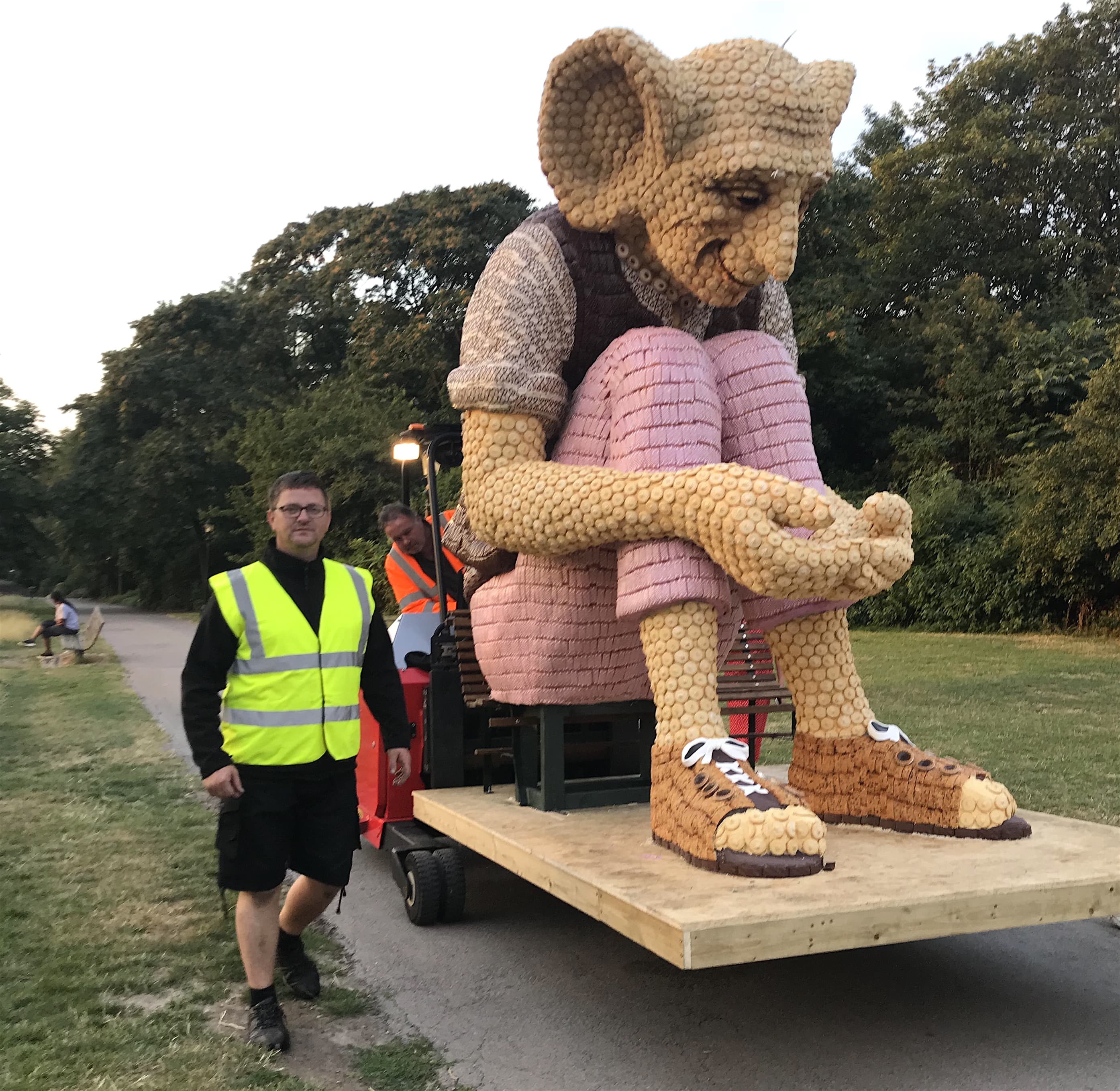 bfg kipling statue being forklifted up Primrose Hill London